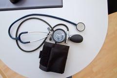 Jauge et stéthoscope de tension artérielle Photos libres de droits