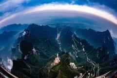 Jaula de la nube, cubierta de la niebla, camino del cielo foto de archivo libre de regalías