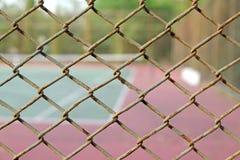 Jaula del fondo borroso del campo de tenis Foto de archivo libre de regalías