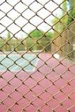 Jaula del fondo borroso del campo de tenis Imágenes de archivo libres de regalías