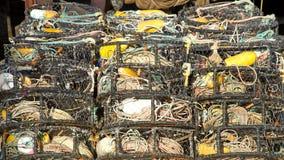Jaulas del cangrejo apiladas en filas fotos de archivo libres de regalías