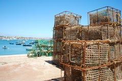 Jaulas viejas de la pesca en el acceso de Cascais, Portugal Foto de archivo libre de regalías