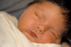 Jaundiced neugeborenes Stockfotografie