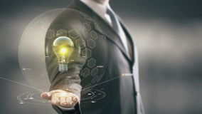 Jaune d'ampoule avec le concept d'homme d'affaires d'hologramme