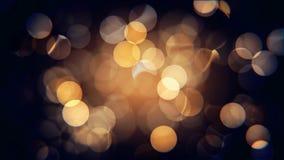 Jaune de fête brouillé d'isolement par résumé et lumières de Noël oranges avec le bokeh banque de vidéos