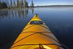 jaune de kayak Photos stock