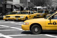 jaune monochrome du monde de taxis photographie stock