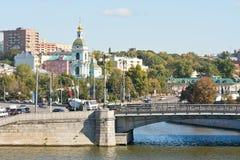 Jauza河流入在莫斯科河 免版税库存图片