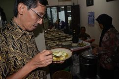 JAVANESE ISLAM WEDDING COMMUNAL FEAST Stock Images