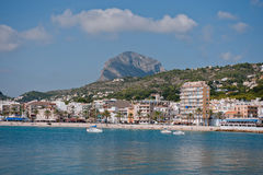 Javea端口和石头海滩 库存照片