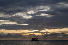 Jawa karimun blauer Himmel des Sonnenuntergangs Lizenzfreies Stockfoto