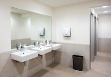 Jawna łazienka lub toaleta z ręka basenami Zdjęcie Royalty Free