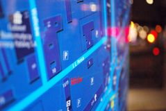 Jawna plenerowa uliczna mapa w nocy Obrazy Royalty Free