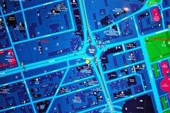 Jawna plenerowa uliczna mapa w nocy Zdjęcia Royalty Free