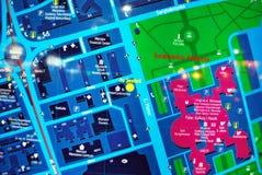 Jawna plenerowa uliczna mapa w nocy Fotografia Royalty Free