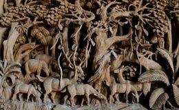 Jawna ręka Rzeźbiący jeleni drewno Obrazy Stock