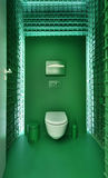 Jawna toaleta w nowożytnym loft stylu zdjęcia stock