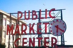 Jawnego rynku znak, szczupaka miejsce, Seattle zdjęcia stock