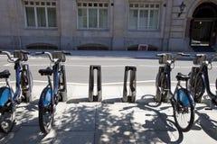 Jawni Do wynajęcia bicykle w linii, Londyn, UK zdjęcie stock