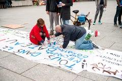 Jawni plakatów rysunki na miejscu Kleber dla nadchodzących protestów Obrazy Royalty Free