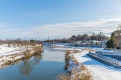 Jawny park z białym śniegiem obrazy royalty free