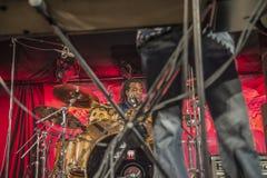 Jay Davenport auf den Trommeln Stockfotografie