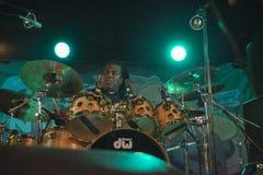 Jay Davenport sur les tambours Photographie stock libre de droits