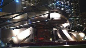 Jay Pritzker Concert Pavilion Chicago bis zum Nacht - CHICAGO, USA - 20. JUNI 2019 stock video footage