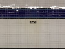 Jay Street Metrotech Subway Station em Brooklyn, New York ao longo da linha de F fotografia de stock
