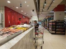 Jaya Grocer Store nova na Dinamarca: homens USJ foto de stock
