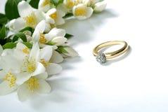 Jazmín y anillo Imagen de archivo libre de regalías