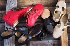 Jazz Dance-Schuhe von verschiedenen Farben, Draufsicht lizenzfreie stockbilder