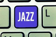 Jazz för textteckenvisning Kraftfull rytm för begreppsmässigt foto genom att använda mässings- och träblåsinstrumentinstrument fö royaltyfria bilder