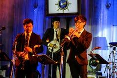 Jazz Minions-Band führen im Jazz im Gedächtnis bei Bangsaen durch Stockfotos
