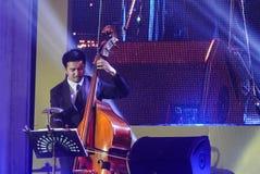 Jazz Minions-Band führen im Jazz im Gedächtnis bei Bangsaen durch Stockbild