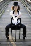 Jazz-Tänzer, der im Stuhl sitzt lizenzfreies stockfoto