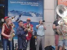 Jazzband i gatan lyon Arkivfoton