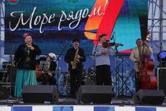 Jazzband shoobedoobe Ensemble der Performancekünstler, der Sänger und der Musiker vernehmbar-instrumentelle Lizenzfreies Stockbild