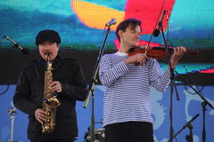 Jazzband shoobedoobe Ensemble der Performancekünstler, der Sänger und der Musiker vernehmbar-instrumentelle Lizenzfreie Stockfotos