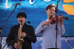 Jazzband shoobedoobe Ensemble der Performancekünstler, der Sänger und der Musiker vernehmbar-instrumentelle Stockbilder