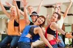 Jazzdance - baile de la gente joven en estudio Fotografía de archivo