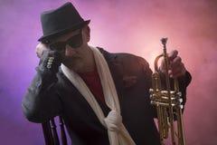 Jazzman med en trumpet Royaltyfri Bild