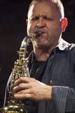 Jazzman Mikolaj Trzaska under konsert Arkivfoto