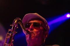 Jazzmusiker som spelar saxofonen Royaltyfria Foton