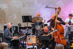 Jazzowa orkiestra na scenie na godach w historycznym centrum Spi Zdjęcia Stock