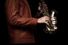Jazzsaxofonspelare på etappen Arkivfoto