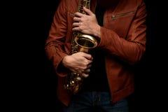 Jazzsaxofonspelare på etappen Royaltyfri Bild