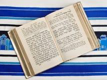Jüdisches Gebet-Buch, Siddur, Gebet-Schal, Tallit Stockfotos
