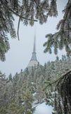 JeÅ ¡ tÄ› d góra pod śniegiem fotografia royalty free