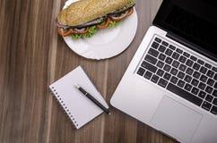Jeść przy pracą Fotografia Royalty Free